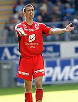 Fotball tippeligaen 23.07.05 Molde Brann<br /> Paul Scharner er oppgitt over medspillerne<br /> Foto: Carl-Erik Eriksson, Digitalsport