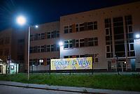 Bialystok, 15.05.2020. N/z plakat na zamknietej szkole podstawowej nr 51. Na plakacie nauczyciele napisali TESKNIMY ZA WAMI fot Michal Kosc / AGENCJA WSCHOD