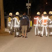 NLD/Huizen/20060618 - Ongeval Naarderstraat Huizen, auto over de kop, 2 gewonden
