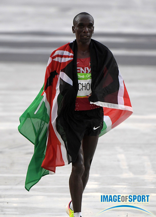 Aug 21, 2016; Rio de Janeiro, Brazil; Eliud Kipchoge (KEN) poses with Kenyan flag after winning the marathon in 2:08:44 in the marathon during the Rio 2016 Summer Olympic Games at Sambodromo.