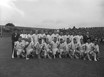 Neg no: A444/9455-9462..28071957AISHCSF..28.07.1957, 07.28.1957, 28th July 1957...Ireland Senior Hurling Championship - Semi-Final..Waterford.04-12..Galway.00-11...Waterford. Team.R. Roche, T. Cunningham, A. Flynn, J. Barron, M. OConnor, M. á. .P. Grimes (Captain). ..Cork. .L. Power, M. Gould, D. Bernard, D. Murray, P. Harrington, P. O'Driscoll, J. J. Henchion, E. Ryan, S. Moore, J. O'Sullivan, N. Fitzgerald, T. Furlong, E. Goulding, C. Duggan (Captain), D. Kelleher.Sub: F. McAuliffe for J. O'Sullivan.C. Duggan (Captain). ...