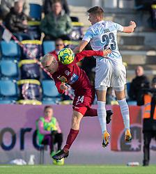 Sebastian Denius (Skive IK) og Frederik Juul Christensen (FC Helsingør) under kampen i 1. Division mellem FC Helsingør og Skive IK den 18. oktober 2020 på Helsingør Stadion (Foto: Claus Birch).