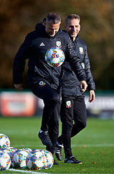 CARDIFF, WALES - Monday, November 12, 2018: Wales' manager Ryan Giggs (L) and assistant coach Albert Stuivenberg during a training session at the Vale Resort ahead of the UEFA Nations League Group Stage League B Group 4 match between Wales and Denmark. (Pic by David Rawcliffe/Propaganda)