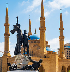 The Martyrs statue and Mohammed al-Amin Mosque in Martyrs Square, Beirut , Lebanon