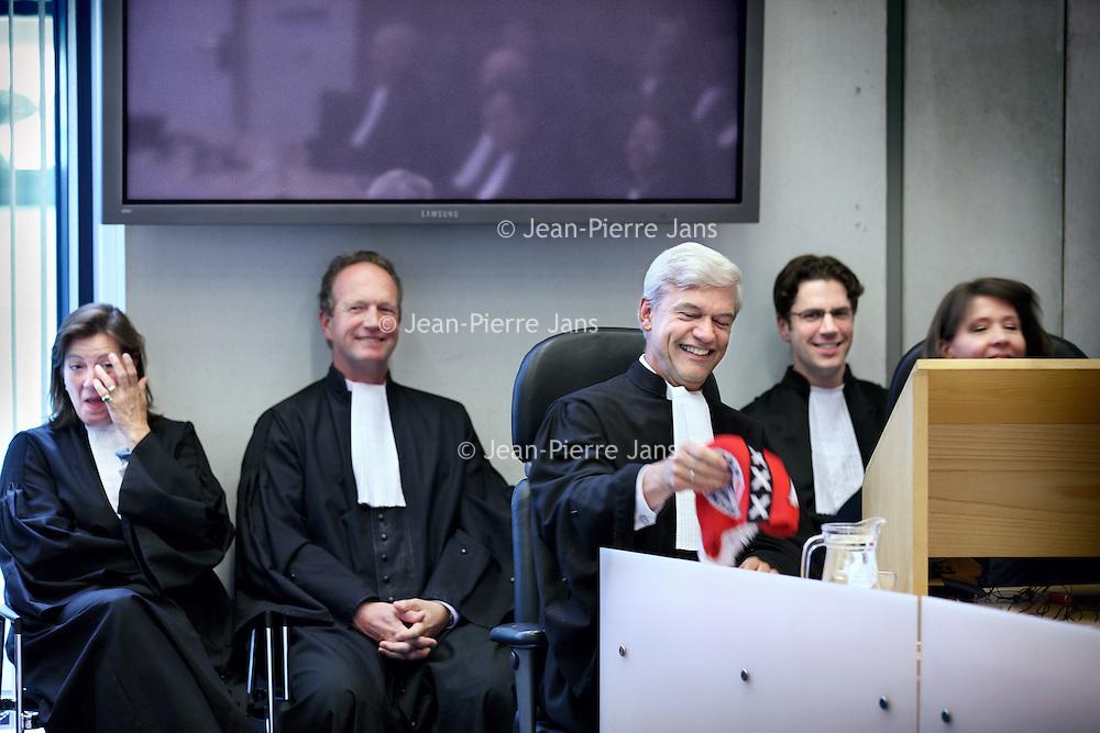 Nederland, Amsterdam , 25 mei 2011..De benoeming van Theo Hofstee tot hoofdofficier van Justitie tijdens de officiele plechtigheid in de rechtbank van Amsterdam..Theo Hofstee kreeg een Ajax sjaal cadeau..Foto:Jean-Pierre Jans