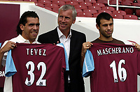 Photo: Olly Greenwood.<br />West Ham United Press Conference. 05/09/2006.  <br />West Ham manager Alan Pardew (C) with new signings Carlos Teves (L) and Javier Mascherano.
