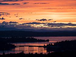 United States, Washington, Bellevue,  Lake Washington and floating bridge between Bellevue and Mercer Island at sunset