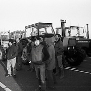 NLD/Blaricum/19900221 - Blokkade van de Stichtse Brug A27 door boze boeren