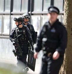 © London News Pictures. 27/04/2012. London, UK. Armed response Police entering the rear of a building on Tottenham Court Road in Central London following reports of a hostage situation..  Photo credit : Ben Cawthra /LNP