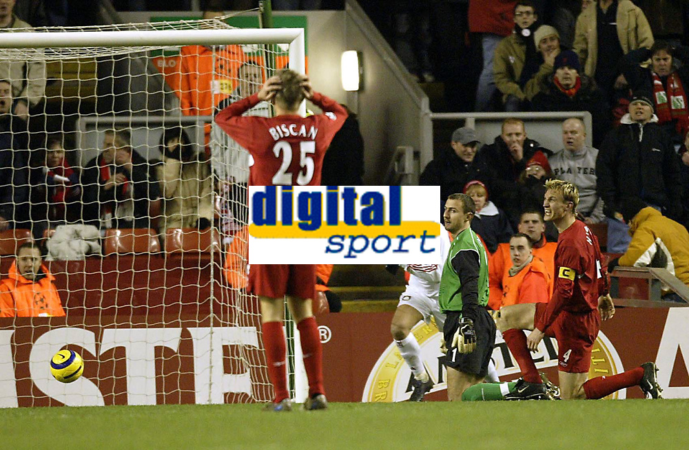 Fotball<br /> Champions League 2004/05<br /> Liverpool v Bayer Leverkusen<br /> 22. febuar 2005<br /> Foto: Digitalsport<br /> NORWAY ONLY<br /> liverpool's Sami Hypia and Igor Biscan cant believe Jerzy dudek's mistake has let Bayer back in the tie