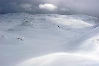 Mørke skyer på vinterfjellet, dark clouds in the mountains