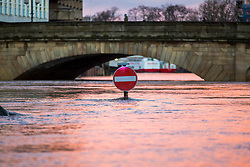 © Licensed to London News Pictures. 21/01/2021. York UK. The water level of the River Ouse in York city centre has continued to rise to a hight of 4.44m recorded at 08.45am this morning which is a metre higher than yesterday & is expected to continue rising. Photo credit: Andrew McCaren/LNP