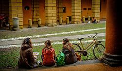 Stdents on a lunch break in the university city of Bologna, Italy<br /> <br /> (c) Andrew Wilson | Edinburgh Elite media