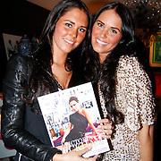 NLD/Huizen/20111223-  Lancering LAF Femme, Maybritt en Danielle Slof met het blad LAF Femme