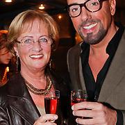 NLD/Amsterdam/20101218 - Verjaardag Maik de Boer met familie en vrienden, Maik en zijn moeder