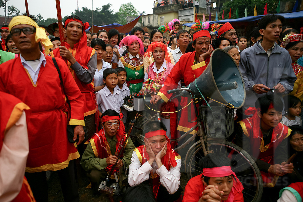 A crowd gathers in Diem village to watch a traditional show featuring the antiphonal singing style of Quan Ho sung by men and women, Bac Ninh Province, Vietnam, Southeast Asia