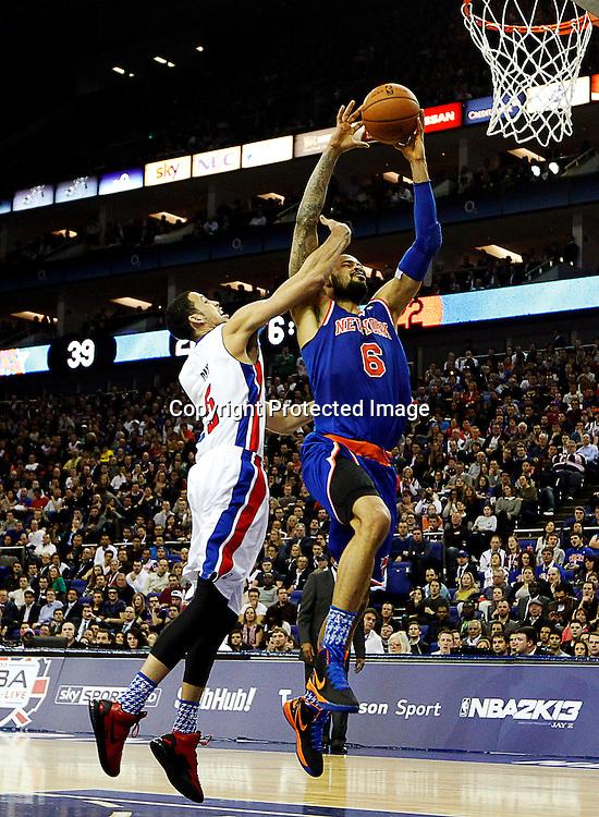 epa03541414 Austin Daye (L) of Detroit Pistons vies with Tyson Chandler (R) of New York Knicks during their NBA London Live 2013 Detroit Pistons vs New York Knicks match at O2 Arena in London, Britain, 17 January 2013.  EPA/KERIM OKTEN