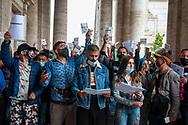 Roma, 31/08/2020: La comunita Rom dell'area F del Campo Nomadi di Castel Romano in Campidoglio per protocollare la lettera inviata al sindaco Virginia Raggi a seguito dell'ordinanza di sgombero..<br /> © Andrea Sabbadini