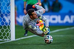 O goleiro Júlio César defende penalty em partida contra o  Chile válida pelas oitavas de final da Copa do Mundo 2014, no Estádio Mineirão, em Belo Horizonte. FOTO: Jefferson Bernardes/ Agência Preview