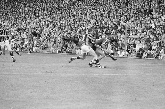 Players chase ball at the All Ireland Senior Hurling Final - Kilkenny v Galway,.Kilkenny 2-12, Galway 1-8, 2nd September 1979.