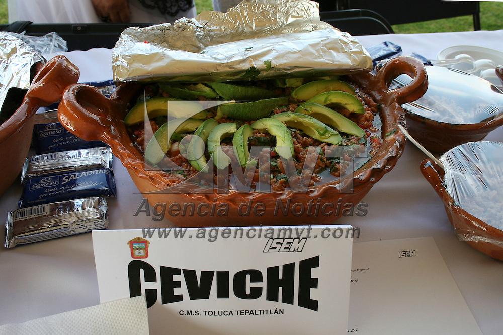 """METEPEC, México.- Durante la inauguración de la Expo Alimentaria """"Precio de los alimentos de la crisis a la estabilidad"""" se presentaron diversos alimentos que la población puede preparar de forma rápida y económica. Agencia MVT / José Hernández. (DIGITAL)"""