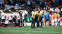 AMSTELVEEN  - Hockey -  1e wedstrijd halve finale Play Offs dames.  Amsterdam-Bloemendaal (5-5), Bl'daal wint na shoot outs.  rust na een een kwart. (A'dam)   COPYRIGHT KOEN SUYK