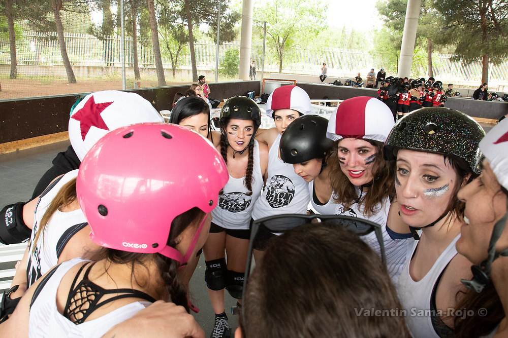 Madrid, Spain. 26th May, 2018. Players of West Team gathering at the end of the game against Roller Derby Madrid B. © Valentin Sama-Rojo