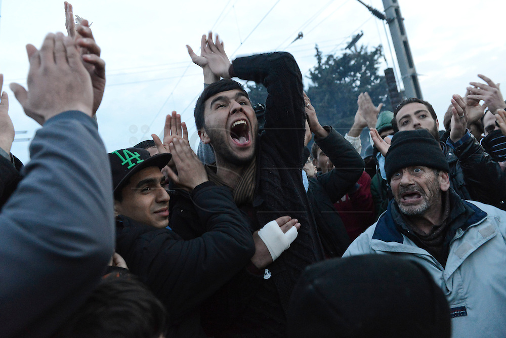 A group of refugees in the camp of Idomeni protest at the end of the negotiations between Europe and Turkey. The border will not be opened with Macedonia.