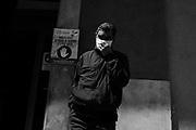 Un uomo attende il proprio turno all'esterno di un supermercato durante la quarantena dovuta all'emergenza sanitaria Covid19. Bari 13 Aprile 2020. Christian Mantuano / OneShot