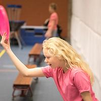 Sportdag voor 415 leerlingen van het Speciaal Basis Onderwijs (SBO)<br /> <br /> Op donderdag 2 juni 2016 organiseert Sport Fryslân van 09:30-13.45 uur voor de twaalfde keer de<br /> <br /> provinciale sportdag voor kinderen in de bovenbouwgroepen (10 tot 12 jaar) van het Speciaal Basis<br /> <br /> Onderwijs (SBO). Deze sportdag wordt gehouden in en rond de sportaccommodaties van Sportstad<br /> <br /> Heerenveen en telt 415 deelnemers van zeven scholen in het Speciaal Basis Onderwijs uit de<br /> <br /> provincie Friesland.<br /> <br /> Tijdens deze provinciale sportdag maken leerlingen van SBO-scholen, evenals hun leeftijdsgenoten uit het<br /> <br /> regulier onderwijs, kennis met diverse vormen van sport en bewegen. De leerlingen maken kennis met<br /> <br /> diverse sporten waar zij normaliter niet mee in aanraking komen (beachvolleybal, freerunnen, survival,<br /> <br /> waterpolo etc.).