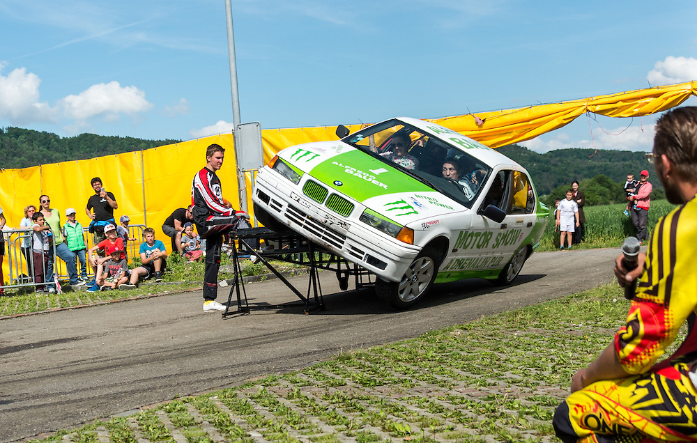 Alfredo Bauer on 2 wheels