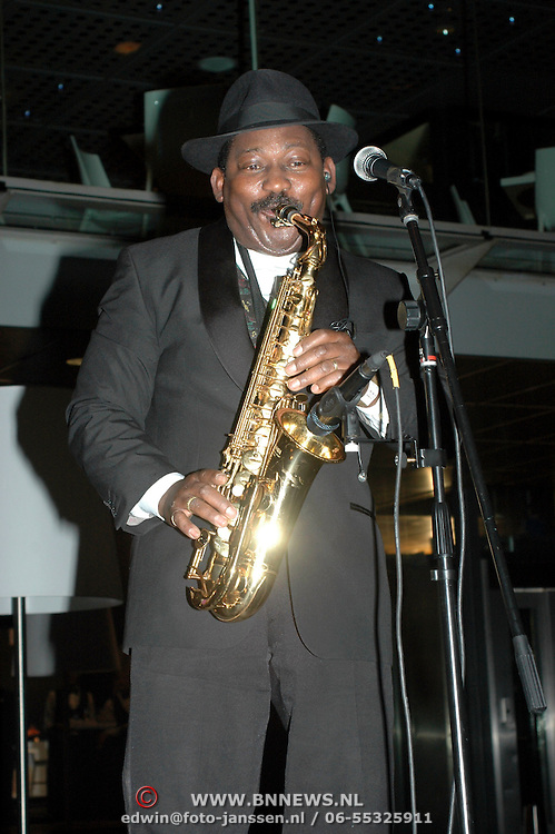 NLD/Amsterdam/20061207 - Miljonairfair 2006, saxofonist Tommy Thompson