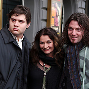 NLD/Amsterdam/20080404 - Premiere Porgy and Bess, Belinda Meuldijk en partner Thierry Duval Slothouwer en zoon Yoshi