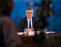 DEU, Deutschland, Germany, Berlin, 14.04.2020: Prof. Dr. Lothar H. Wieler, Präsident Robert Koch-Institut (RKI), bei einem Pressebriefing zum aktuellen Stand der Verbreitung des Coronavirus in Deutschland, Hörsaal des Robert-Koch-Instituts.