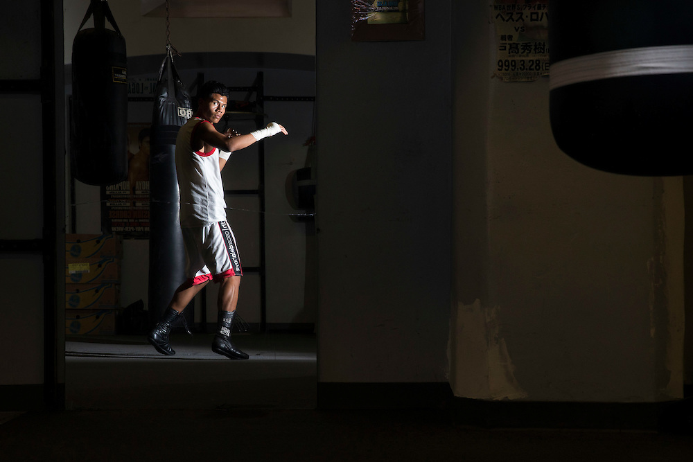 George Nico warms up before sparring at La Habra Boxing Gym in La Habra, Calif., on Thursday November 3, 2016. (© Ella DeGea / Sports Shooter Academy 2016)