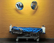 Nederland, Nijmegen, 29-9-2011Ziekenhuisbed op een gang in het ziekenhuis.Foto: Flip Franssen