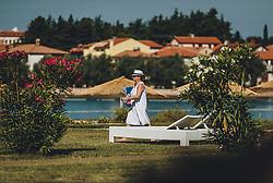 THEMENBILD - eine Urlauberin auf dem Weg zum Strand, aufgenommen am 05. Juli 2020 in Novigrad, Kroatien // a tourist on the way to the beach in Novigrad, Croatia on 2020/07/05. EXPA Pictures © 2020, PhotoCredit: EXPA/ Stefanie Oberhauser