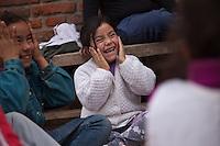 "CHICOS ALUMNOS DE LA CLASE DE APOYO ""DULCE ESPERANZA"" DURANTE UN JUEGO GRUPAL AL AIRE LIBRE, DIQUE LUJAN, PROVINCIA DE BUENOS AIRES, ARGENTINA (PHOTO © MARCO GUOLI - ALL RIGHTS RESERVED)"