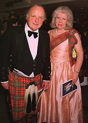 The EARL & COUNTESS OF KINNOULL at a ball in London on 30th April 1998.<br /> MHI 23