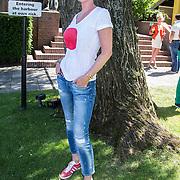 NLD/Amsterdam/20140613 - Leco van Zadelhoff organiseert samen met Beau Monde Beau Bateau een vaartocht met vriendinnen, Monique des Bouvrie