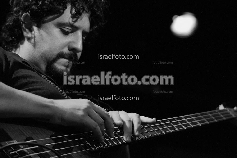 Alonso Arreola performing for Las Horas Perdidas presentation.