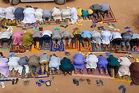 Niger. Agadez (Agades). Porte du desert. La Grande mosquee, architecture de terre. 16e siecle. Priere du vendredi. // Niger. Agadez. Door of the desert. The Great Mosque build of mud, 16 century. Friday prayer