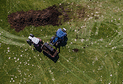 THEMENBILD - Landwirte bewirtschaften mit ihren Traktoren ein Feld, aufgenommen am 20. April 2019 in Saalfelden, Oesterreich // Farmers cultivate a field with their tractors in Saalfelden, Austria on 2019/04/20. EXPA Pictures © 2019, PhotoCredit: EXPA/ JFK