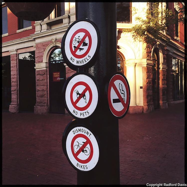 Boulder, Colorado, Pearl street signs. Boulder, Colorado