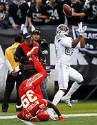 Oakland Raiders Amari Cooper catches a touchdown pass vs the KC Chiefs.