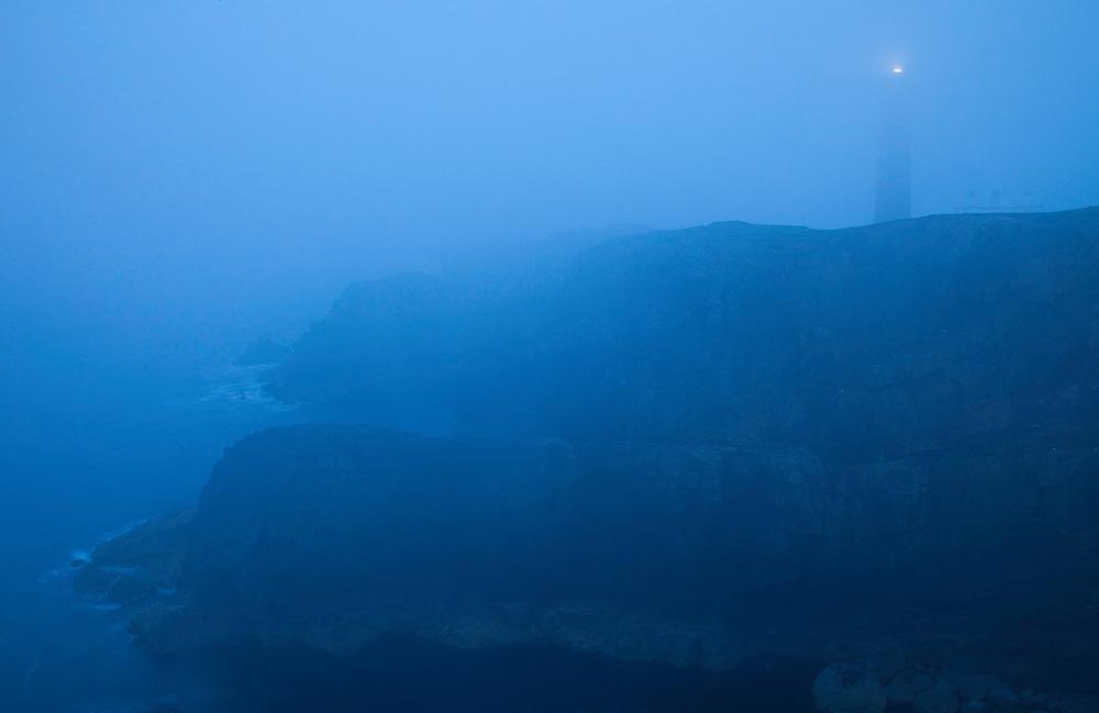 Faro al atardecer (Dusk over the lighthouse). Butt of Lewis. Lewis island. Outer Hebrides. Scotland, UK