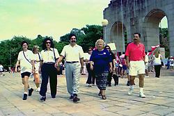 Dilma Rousseff e outras lideranças políticas durante Caminhada no Bric da Redenção em Homenagem ao Dia Internacional da Mulher em 08/03/1998. FOTO: Sérgio Néglia/Preview.com
