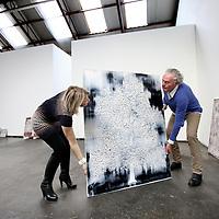 Nederland, Amsterdam , 9 januari 2014.<br /> Kunstenaar Rene Jolink en Manuela Klerkx van klerx International Art Management tijdens het inrichten van de solo expositie getiteld, Verzonken Beelden,<br /> bij galerie Vous etes Ici in Amsterdam Noord.<br /> <br /> VOUS ETES ICI en Klerkx International Art Management verheugen zich in het feit dat René Jolink, na een periode van afwezigheid, terug is met een indrukwekkende serie nieuwe schilderijen die van 12 januari tot en met 8 februari 2014 zullen worden getoond bij VOUS ETES ICI, in Amsterdam. Op verbluffende wijze laat Jolink zien hoe natuur en beeld, schilderkunst en emotie in elkaar kunnen overlopen.<br /> VOUS ETES ICI en Klerkx International Art Management verheugen zich in het feit dat René Jolink, na een periode van afwezigheid, terug is met een indrukwekkende serie nieuwe schilderijen die van 12 januari tot en met 8 februari 2014 zullen worden getoond bij VOUS ETES ICI, in Amsterdam. Op verbluffende wijze laat Jolink zien hoe natuur en beeld, schilderkunst en emotie in elkaar kunnen overlopen.<br /> Foto:Jean-Pierre Jans