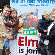 NLD/Amstelveen/20121021 - Inloop Premiere Elmo is Jarig, Winston Gerschtanowitz met partner Renate Verbaan en zonen Julian en Bejamin