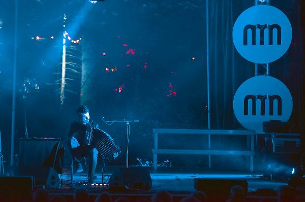 Nederland, Nijmegen, 20-5-2018MusicMeeting. Festivalterrein in park Brakkenstein. Traditioneel met pinksteren. Optredens van acts, bands, artiesten uit de wereld muziek, worldmusic . Bottasso de Boer, bandoleon en contrabas .Foto: Flip Franssen